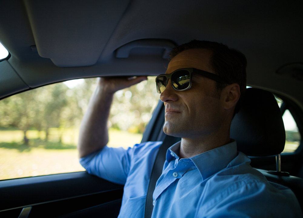 Do you wear sunglasses? Be aware of this before lose your eyes.